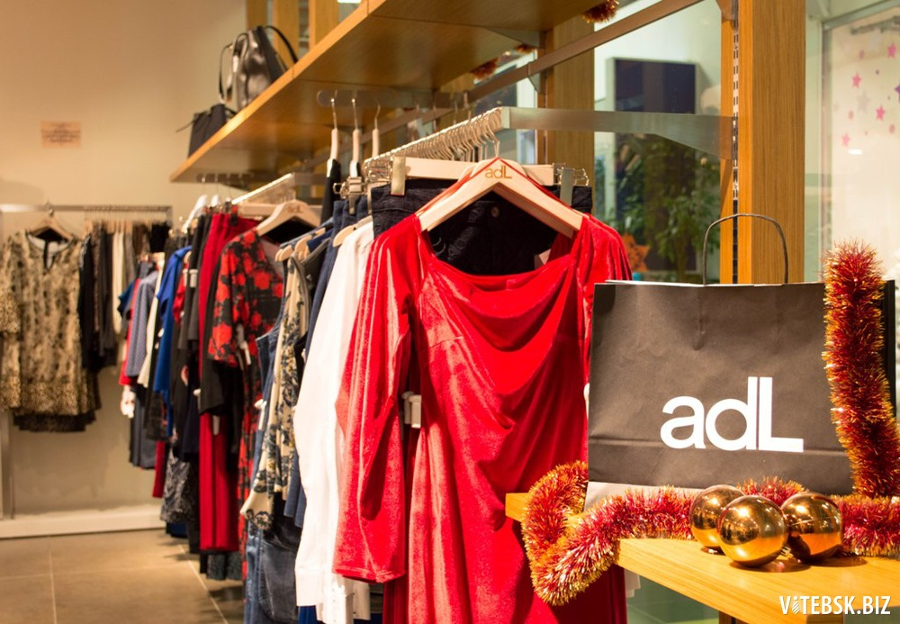 Одежда в модном молле