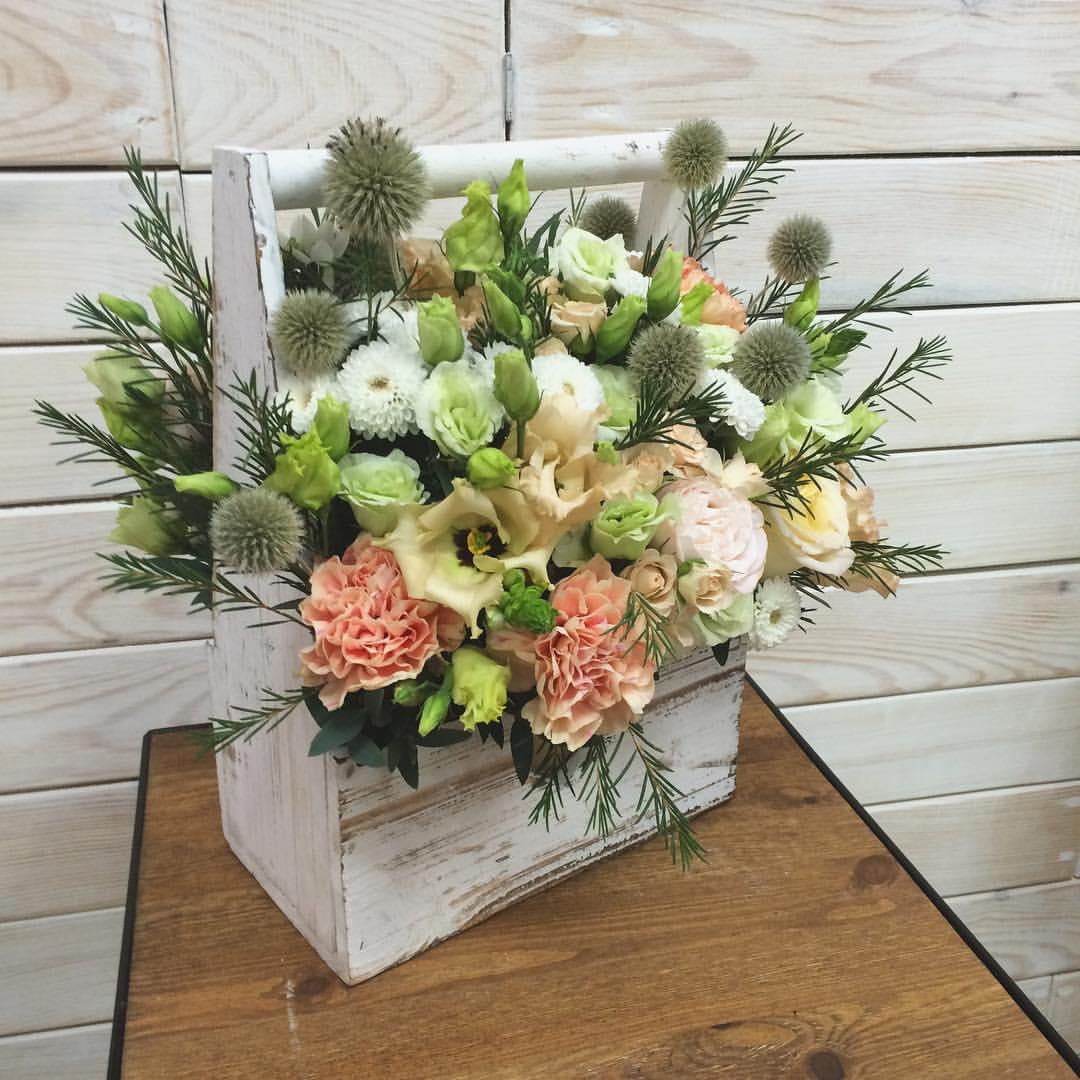 цветочные композиции в деревянных ящиках